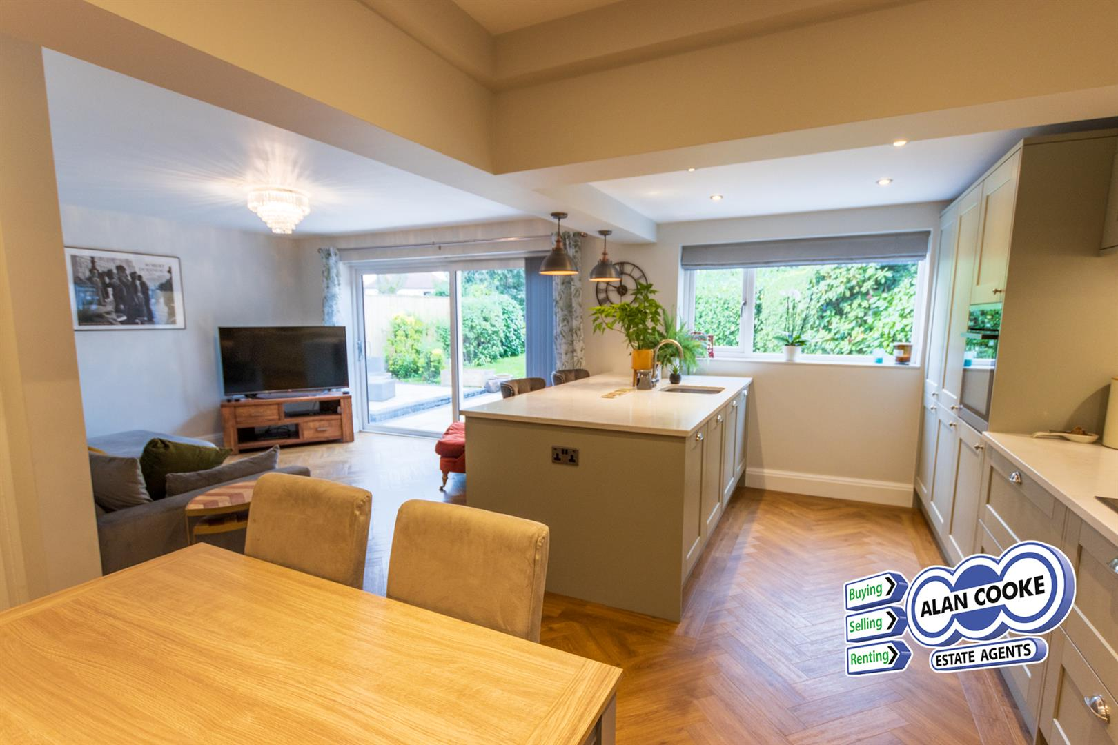 OPEN PLAN BREAKFAST KITCHEN WITH FAMILY ROOM